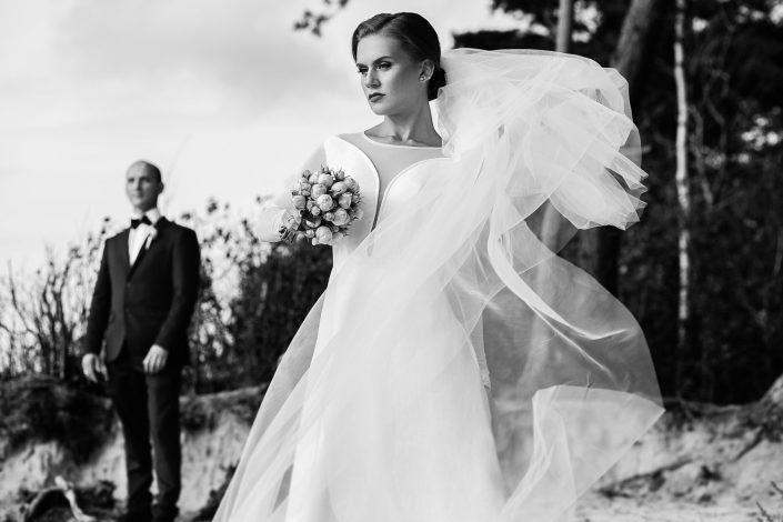vestuvių nuotraukos prie jūros ant kopų