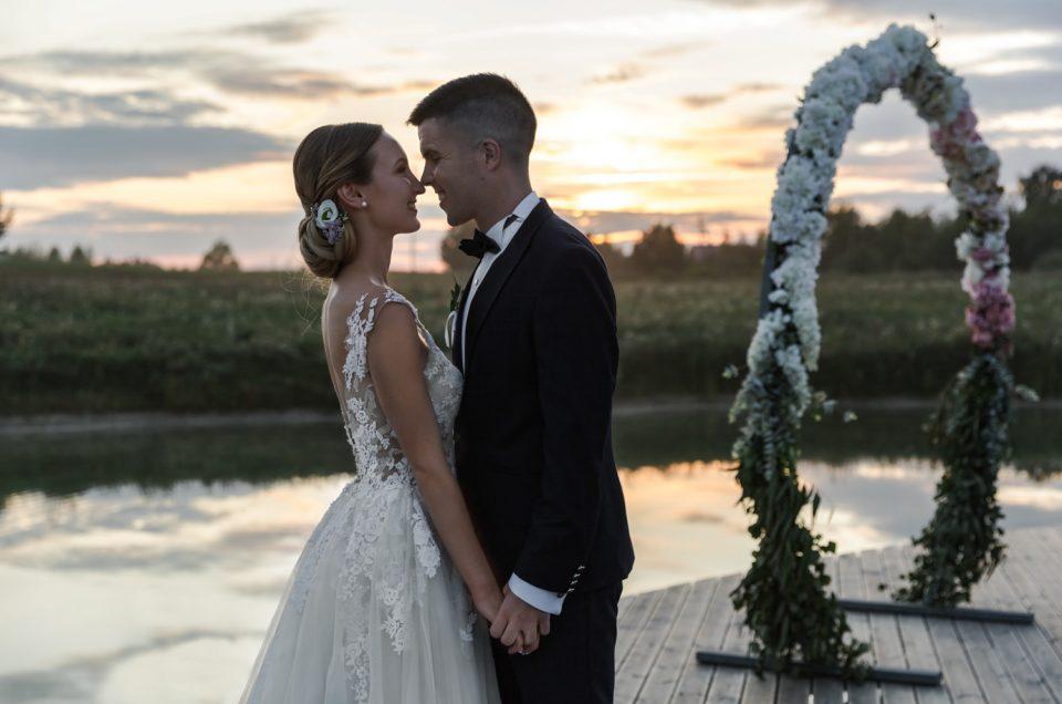 Puošnumu ir spalvų harmonija alsuojančios rudens vestuvės