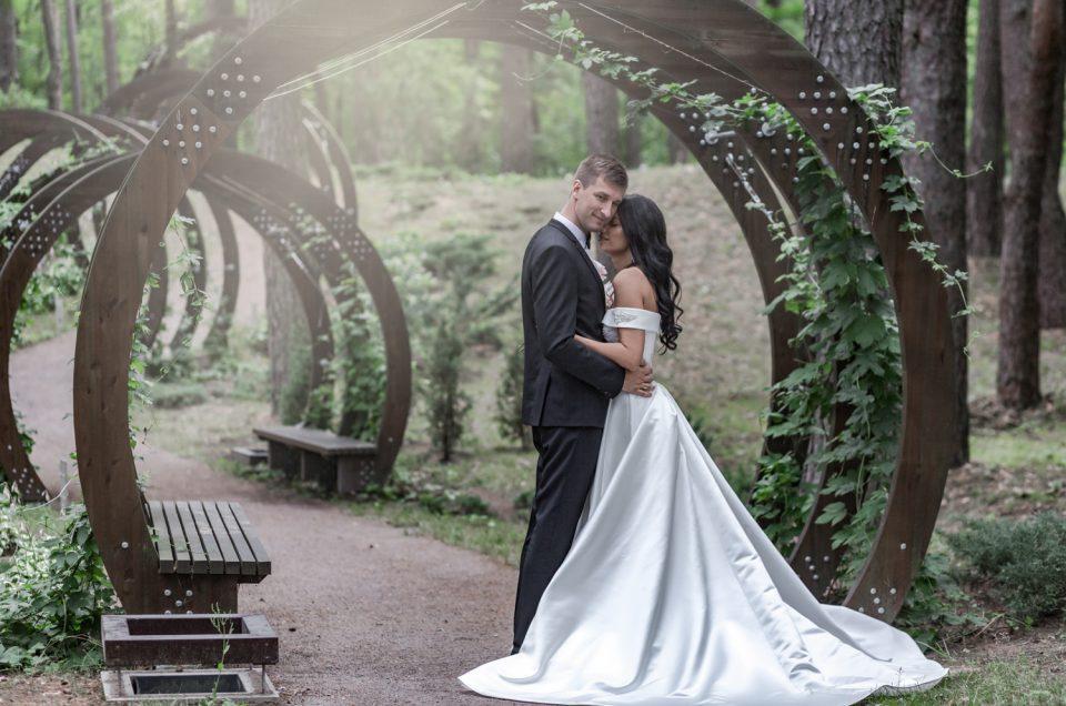Romantiška klasika ir rafinuotumu spindinčios vestuvės Druskininkų kurorte