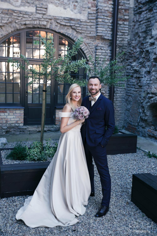 vestuvių fotosesija Vilniuje senamiesčio gatvelėse